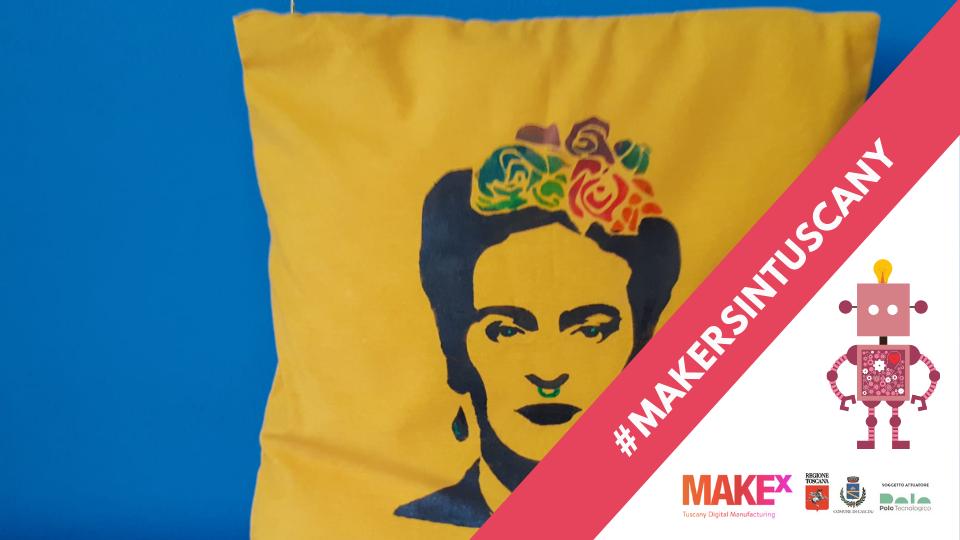 Cuscino giallo con la stampa di Frida creato da Fabiola Cianciulli